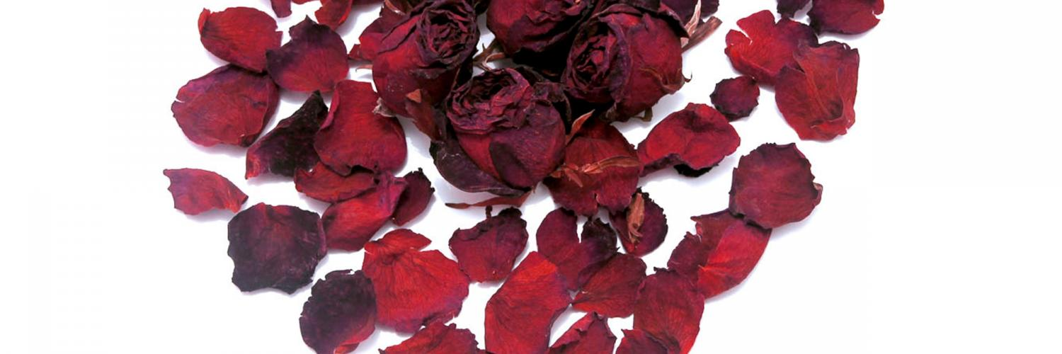 dried roses in shape of heart